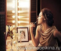 Jessica-Alba-make-up-room-1